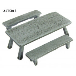 Table medium size with two banches