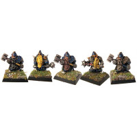 Dwarfes with maces and war hammers