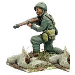 Bersaglieri kneeling, firing